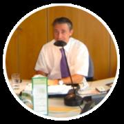 Heiko T. Ciesinski beim Telefonieren in einem Büro